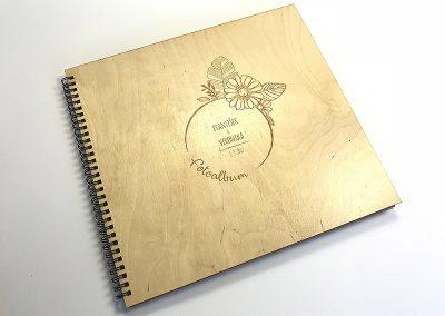 drevene-svatebni-fotoalbum-gravirovane